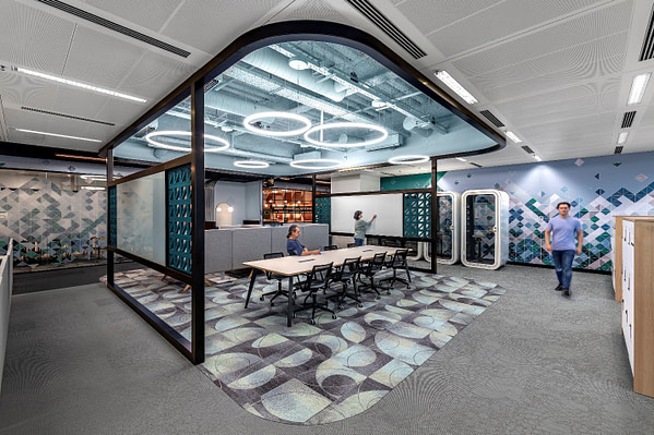A corporate workplace featuring soft services, adjustable lighting, and nearby areas for breaks.