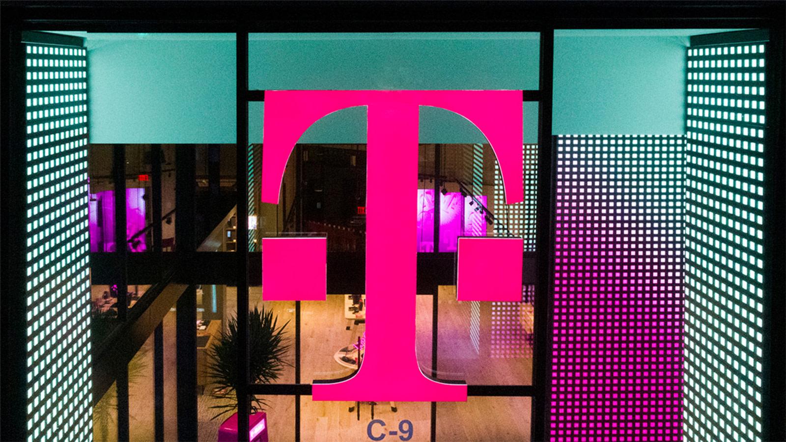 T-Mobile Plano's retail location logo